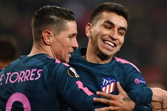 Игроки «Атлетико» Анхель Корреа и Фернандо Торрес