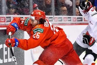 Александр Романов (слева) в матче за бронзу МЧМ-2019 против Швейцарии