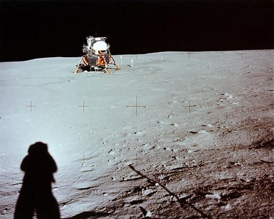 Фотография лунного модуля корабля «Аполлон-11» на поверхности Луны, сделанная астронавтом Нилом Армстронгом, 1969 год