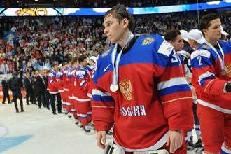 Александр Георгиев с серебряной медалью молодежного чемпионата мира по хоккею — 2016