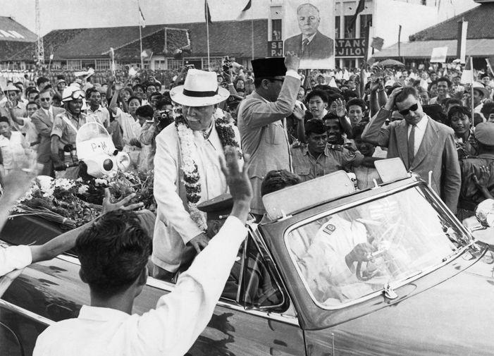 Председатель Президиума Верховного Совета СССР Климент Ворошилов во время визита в Индонезию, 1957 год