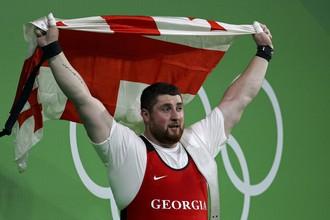Грузинский спортсмен Лаша Талахадзе завоевал золотую медаль в олимпийских соревнованиях по тяжелой атлетике в весе свыше 105 кг с мировым рекордом. В сумме рывка и толчка он набрал 473 кг
