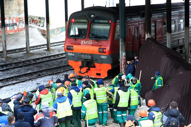 На месте ЧП с электричкой и экскаватором в Москве, 14 марта 2018 года