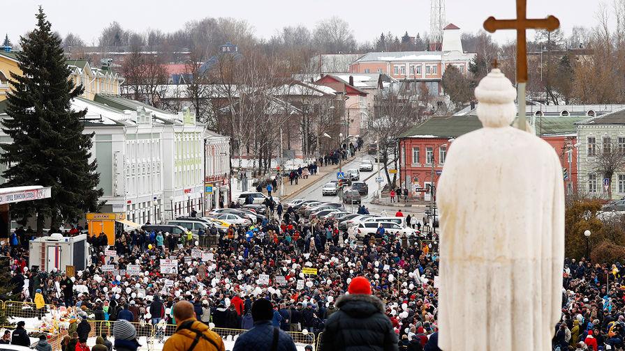 Митинг в Волоколамске против полигона «Ядрово» на площади около здания администрации...
