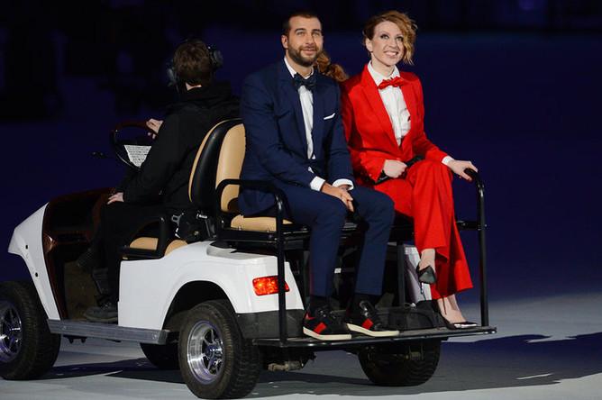 Ведущие Иван Ургант и Яна Чурикова перед началом церемонии открытия XXII зимних Олимпийских игр в Сочи, 2014 год