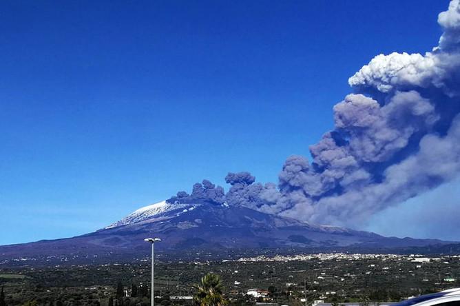 Вид на вулкан Этна, 24 декабря 2018 года