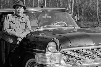 Генеральный секретарь ЦК КПСС Леонид Брежнев на отдыхе у автомобиля «Чайка», 1972 год