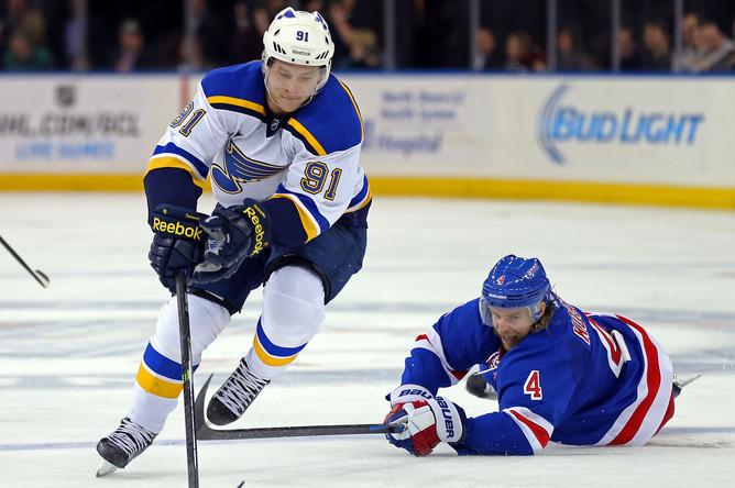 В этом сезоне Владимир Тарасенко обкатывает соперников в НХЛ, словно на одном коньке