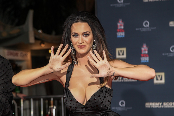 Кэти Перри (Katy Perry) за 2015 год заработала $135 млн