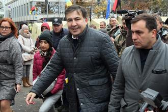 Бывший губернатор Одесской области Украины Михаил Саакашвили во время митинга перед зданием Верховной рады в Киеве, 22 октября 2017 года