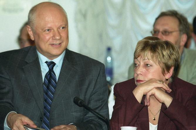 2003 год. Кандидаты на пост ректора РГГУ- Валерий Минаев и Наталия Басовская — на заседании ученого совета