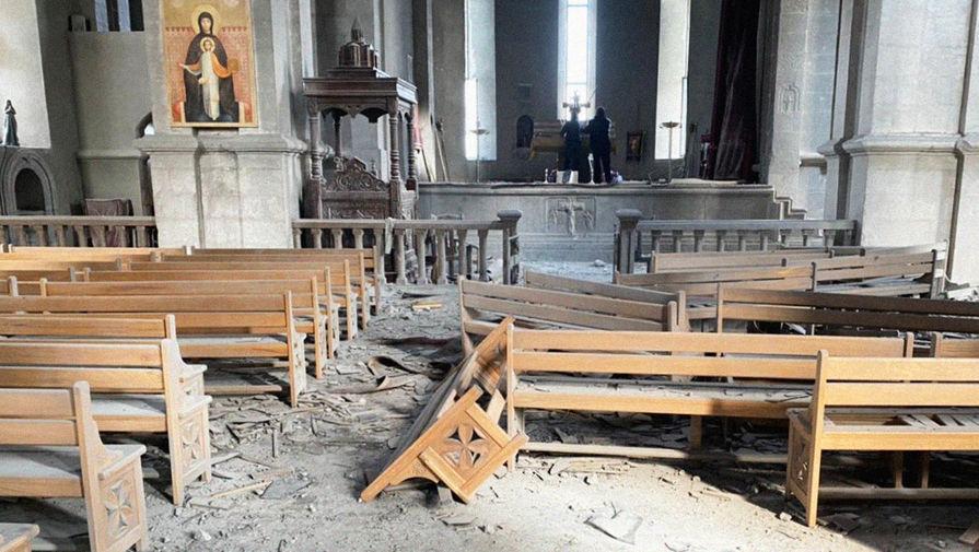 Удар по храму: в Карабахе пострадали журналисты из России