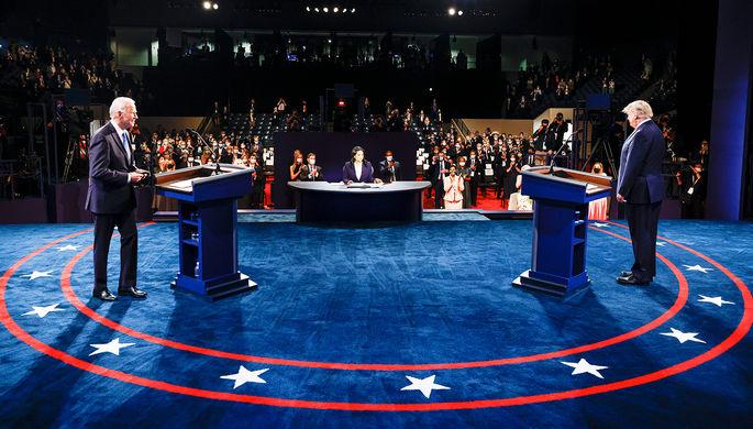 Джо Байден и Дональд Трамп во время последних перед президентскими выборами дебатов в Теннесси, 22 октября 2020 года