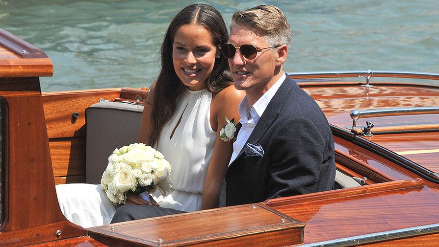 Ана Иванович и Бастиан Швайнштайгер после церемонии бракосочетания в Венеции