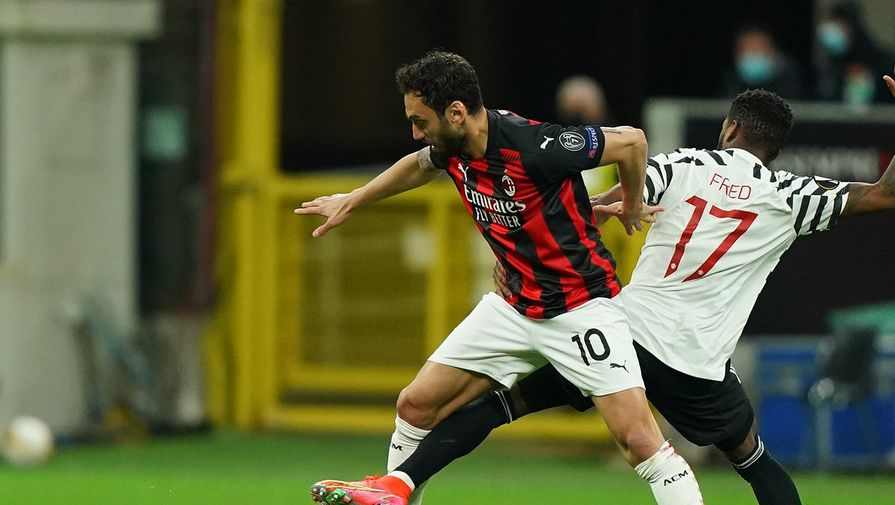 Фрагмент матча «Милан» — «МЮ»