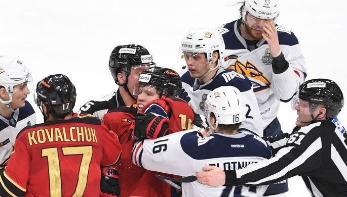 Хоккеист «Авангарда» Алексей Емелин