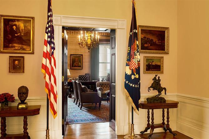 Вход в комнату для переговоров
