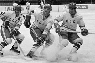 Борис Михайлов, Владимир Петров и Валерий Харламов в «Лужниках» во время чемпионата мира и Европы по хоккею с шайбой, 1973 год