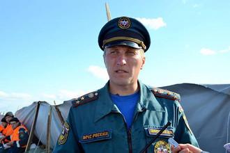 Полковник внутренней службы Игорь Дмитриев комментирует работы по укреплению дамбы