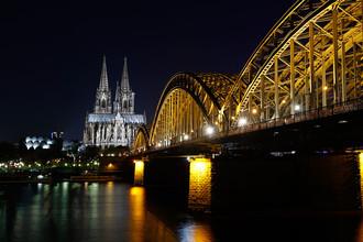 Вид на Кёльнский собор с подсветкой перед началом экологической акции «Час Земли» в Кёльне