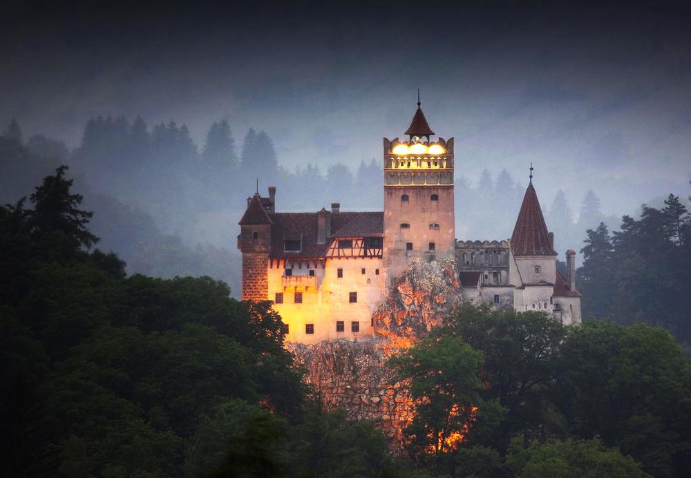 Купить маленький замок в европе dubai energia