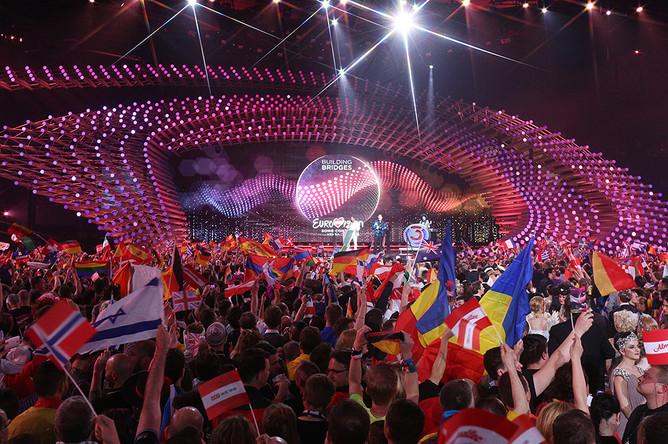 Зрители во время финала международного конкурса «Евровидение- 2015» в концертном зале «Винер Штадтхалле»