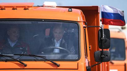 Песков рассказал о водительских правах и ремне безопасности Путина