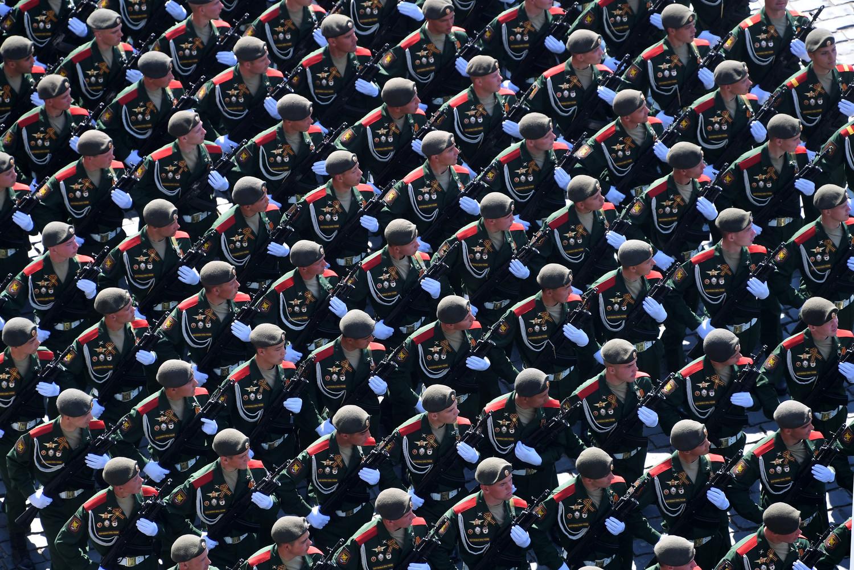 Военнослужащие 2-й мотострелковой дивизии во время генеральной репетиции военного парада Победы, 7 мая 2019 года
