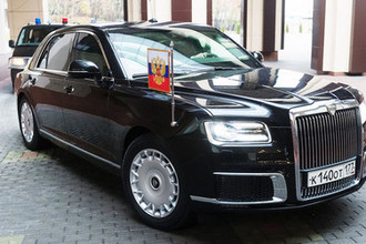 Автомобиль Aurus кортежа президента России Владимира Путина