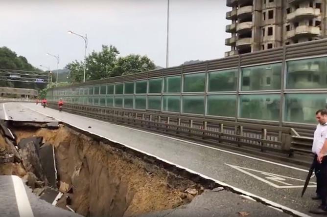 Последствия ливня в Сочи, 25 июля 2019 года (кадр из видео)