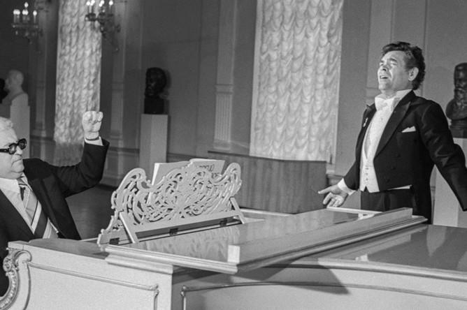 Александр Ведерников и композитор Георгий Свиридов во время репетиции, 1976 год