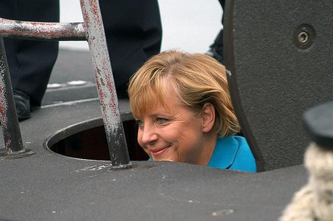 Ангела Меркель во время посещения подводной лодки проекта 212А на базе ВМС ФРГ на Балтийском море, 31 августа 2006 года