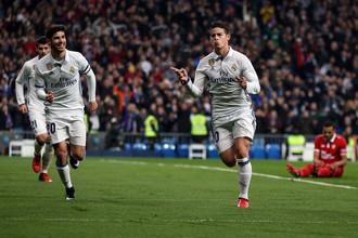 Полузащитник «Реала» Хамес Родригес празднует гол в ворота «Севильи» в матче 1/8 Кубка Испании.