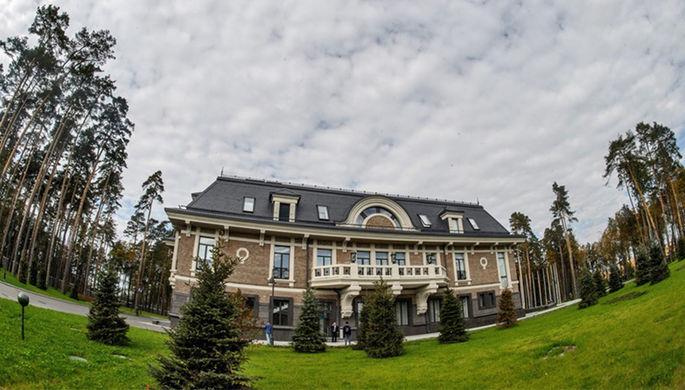 Резиденцию Путина строили физрук, врач и пэтэушник
