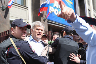 Председатель московского отделения «Яблока» Сергей Митрохин (второй слева)