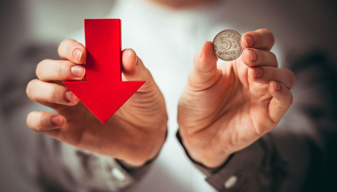 Угроза санкций: что давит на рубль