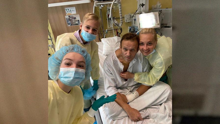 Навальный выложил первое фото из больницы - Газета.Ru | Новости