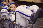 Актриса Юлия Пересильд вмонтажно-испытательном корпусе космодрома Байконур передзапуском ракеты-носителя «Союз-2.1а» спилотируемым космическим кораблем «Союз МС-19», 5октября 2021года