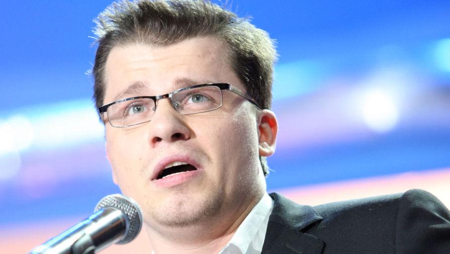 В 2012-м Харламов был официально зарегистрирован как доверенное лицо кандидата в президенты России и премьер-министра Владимира Путина. На президентских выборах 2018 года актер был членом инициативной группы, которая выдвинула кандидатуру Путина