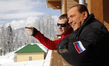 Сильвио Берлускони во время визита в Красной Поляне 8 марта с президентом РФ Дмитрием Медведевым