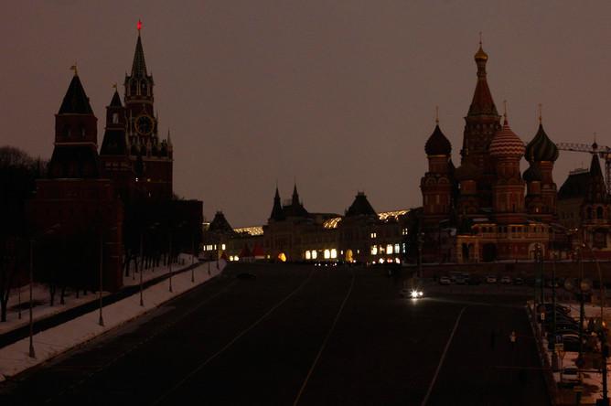 Впервые в рамках акции «Час Земли» отключили подсветку в Кремле и на Красное площади в Москве