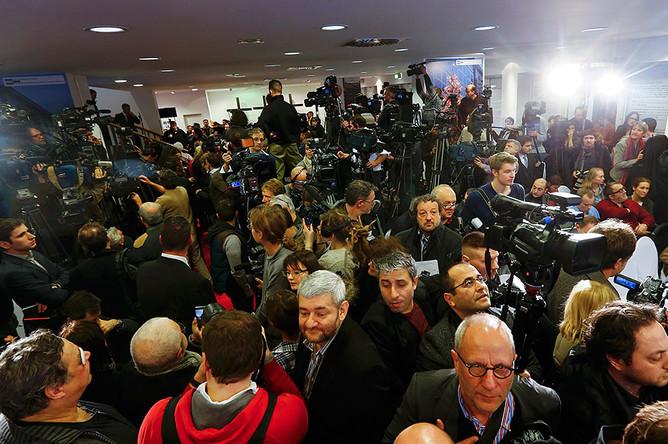 Журналисты устроили давку перед началом пресс-конференции