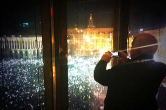 Сенатор США Джон Маккейн наблюдает за революцией на Украине