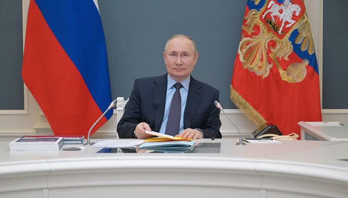 Президент России Владимир Путин в Кремле в режиме видеоконференции принимает участие в заседании попечительского совета Русского географического общества (РГО), 14 апреля 2020 года