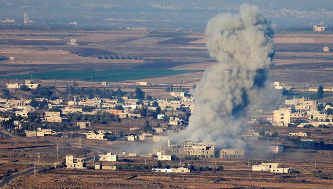 Дым на месте взрыва на Голанских высотах близ границы Сирии и Израиля, 16 июля 2018 года