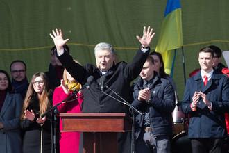 Президент Украины Петр Порошенко во время встречи с избирателями на Михайловской площади в Киеве, 17 марта 2019 года