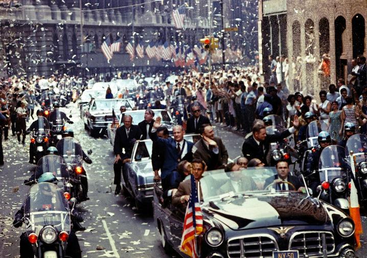 Нил Армстронг, Майкл Коллинз, Эдвин Олдрин во время праздничного парада в Нью-Йорке после успешной миссии, 13 августа 1969 года