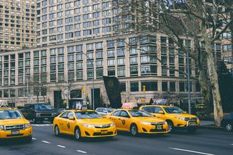 Такси Нью-Йорка желтого цвета являются визитной карточкой города