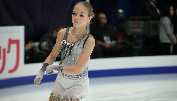 Александра Трусова во время исполнения короткой программы на V этапе Гран-при по фигурному катанию в Москве