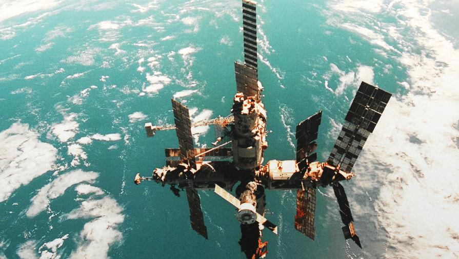Орбитальная станция «Мир» во время полета